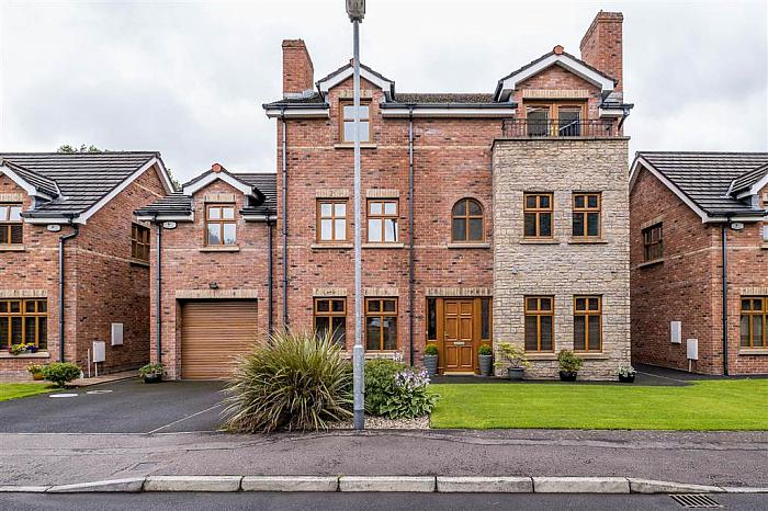 19 Old Golf Course Park, Dunmurry